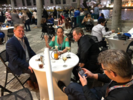 Etter postersesjonen skaffet Jon alle nordmenene på konferansen - og en amerikansk atferdsanalytiker - gratis drikke og mat på konferansehotellets idylliske veranda